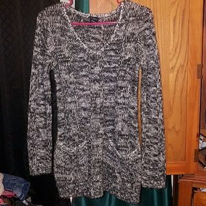 Long sleeved sweater with pockets